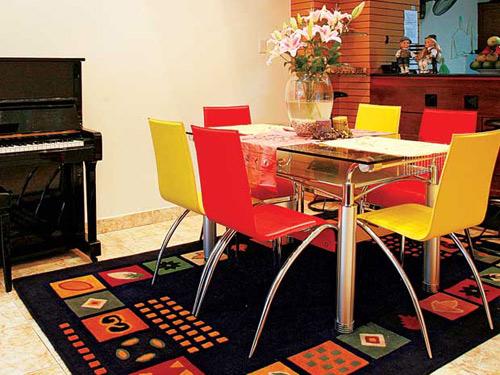 Lựa chọn bàn trà và bàn ăn phù hợp với không gian